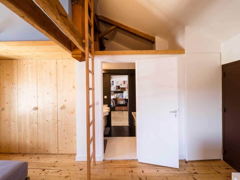 la ristrutturazione di una mansarda in francia. Black Bedroom Furniture Sets. Home Design Ideas