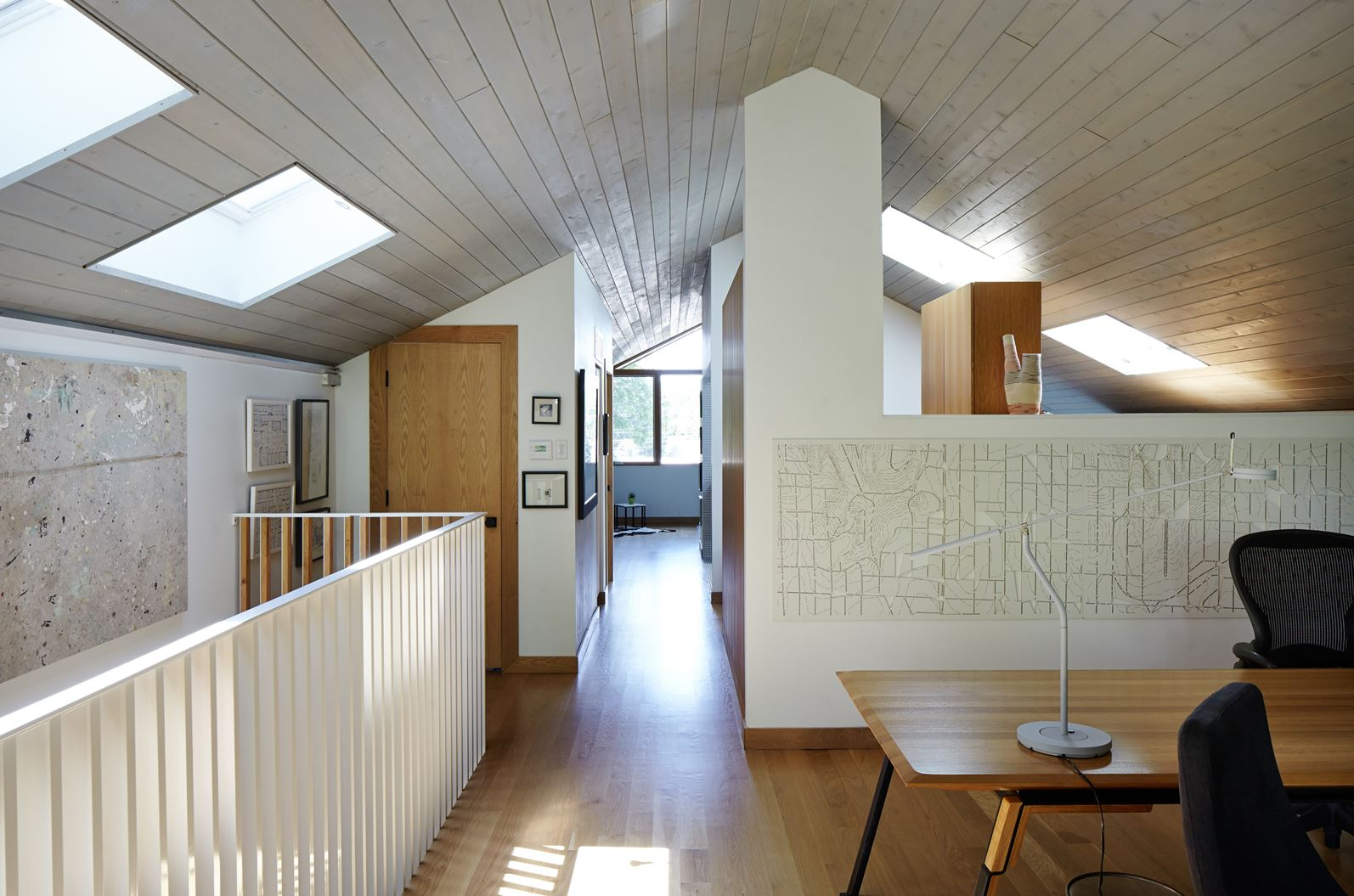 Una casa con mansarda costruita con materiali naturali - Mansarda.it
