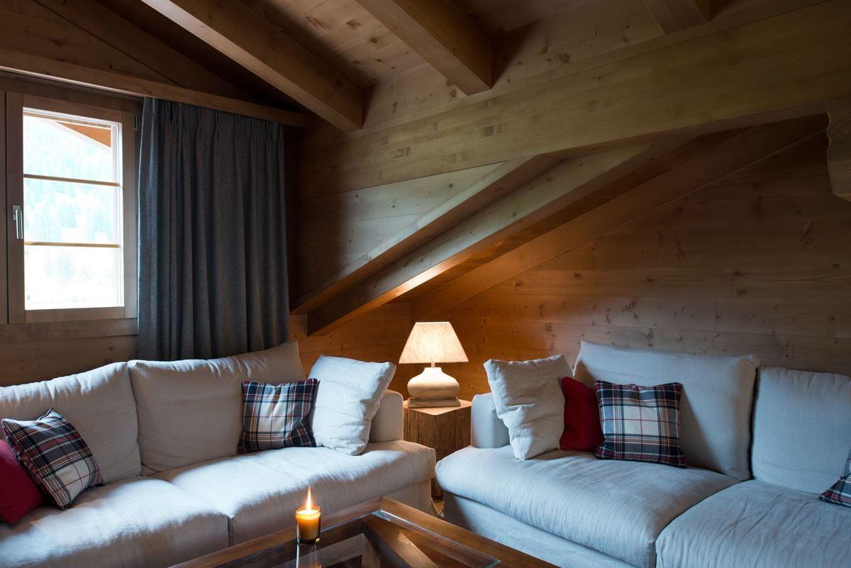 Uno chalet di montagna con mansarda for Arredamenti case bellissime
