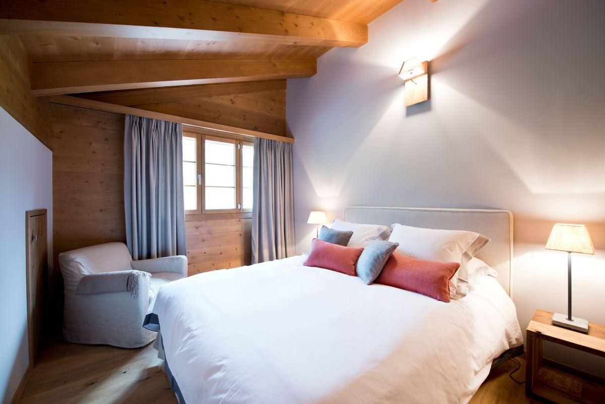 Uno chalet di montagna con mansarda - Camera da letto montagna ...