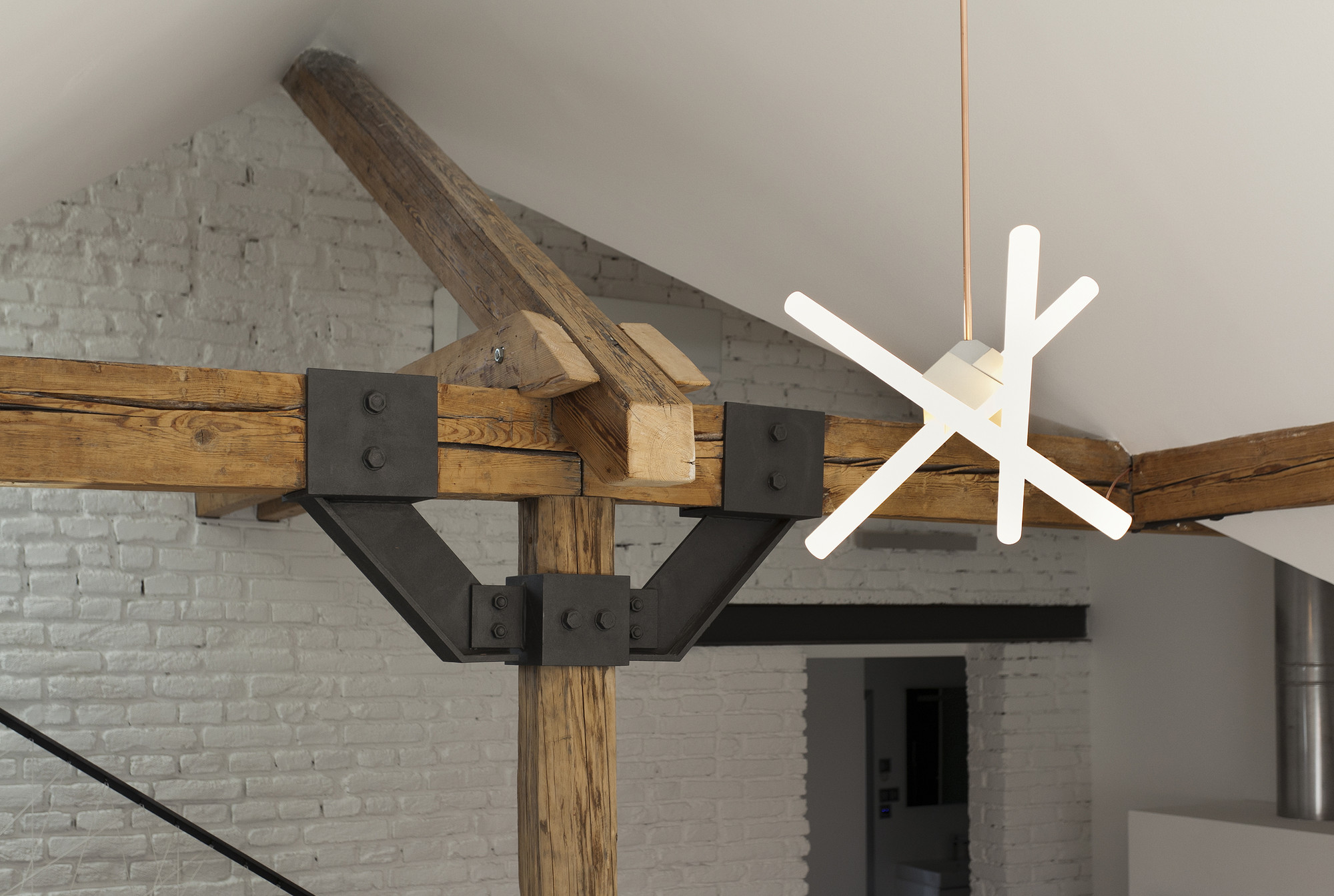 Attic_Loft_Reconstruction_-_11_-_detail_beams