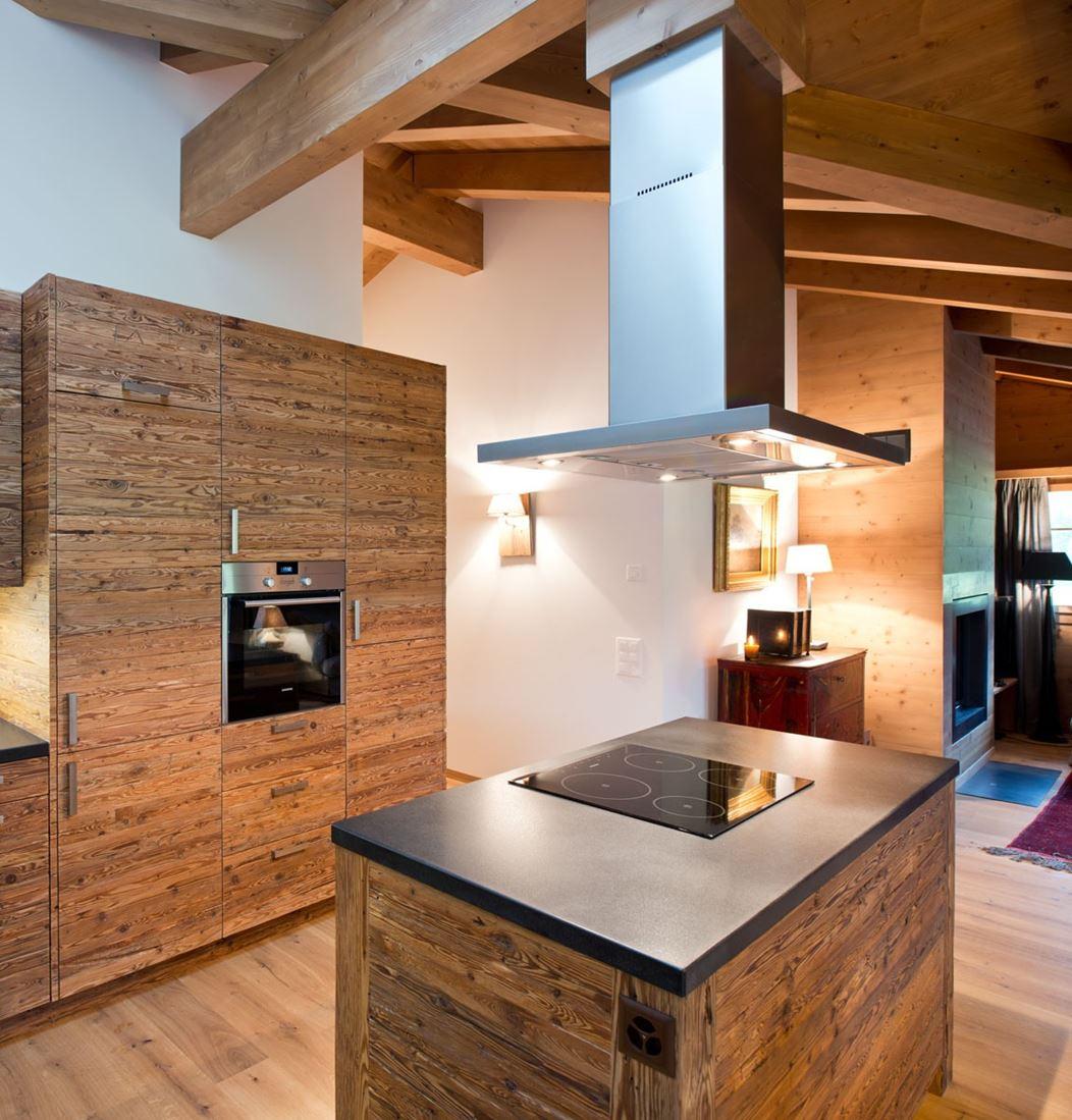 Cucina Come Nel Resto Della Casa è In Legno Ma Con Una Texture In #6E411F 1052 1099 Come Arredare Cucina Con Travi A Vista