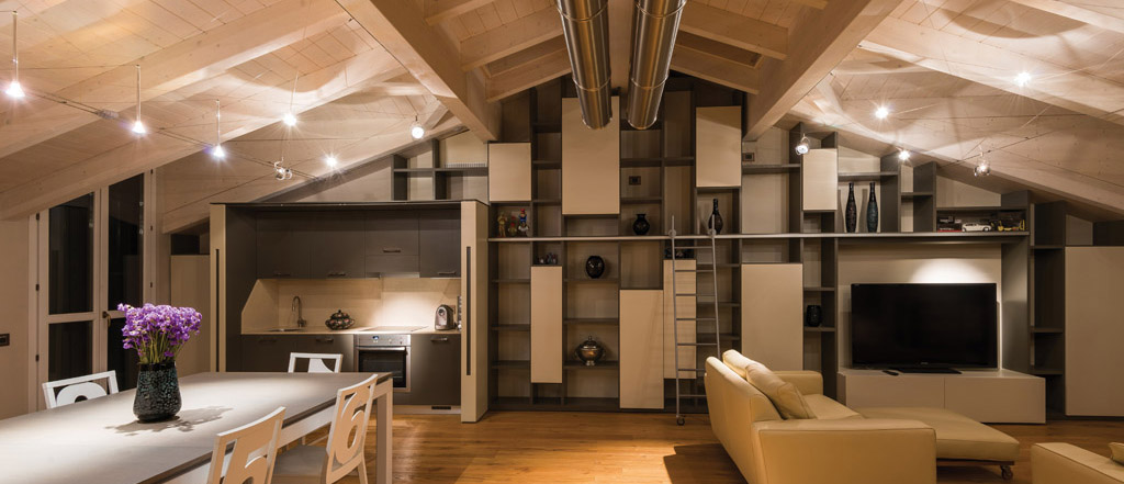 Illuminazione Mansarda In Legno: Una mansarda con tetto in legno utilizzando proprio questo tipo.