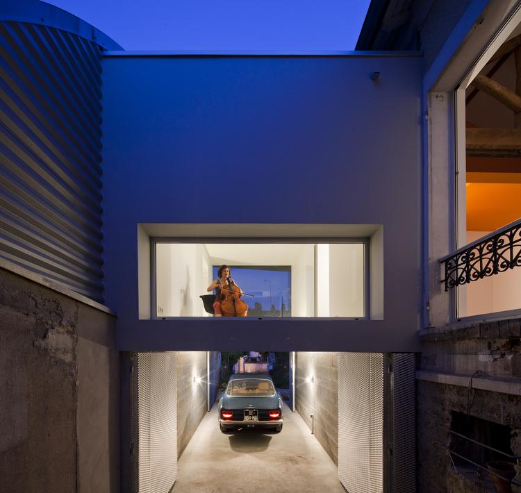 Estensione di una casa con l 39 aggiunta di un volume esterno for Costo per aggiungere spazio sul garage