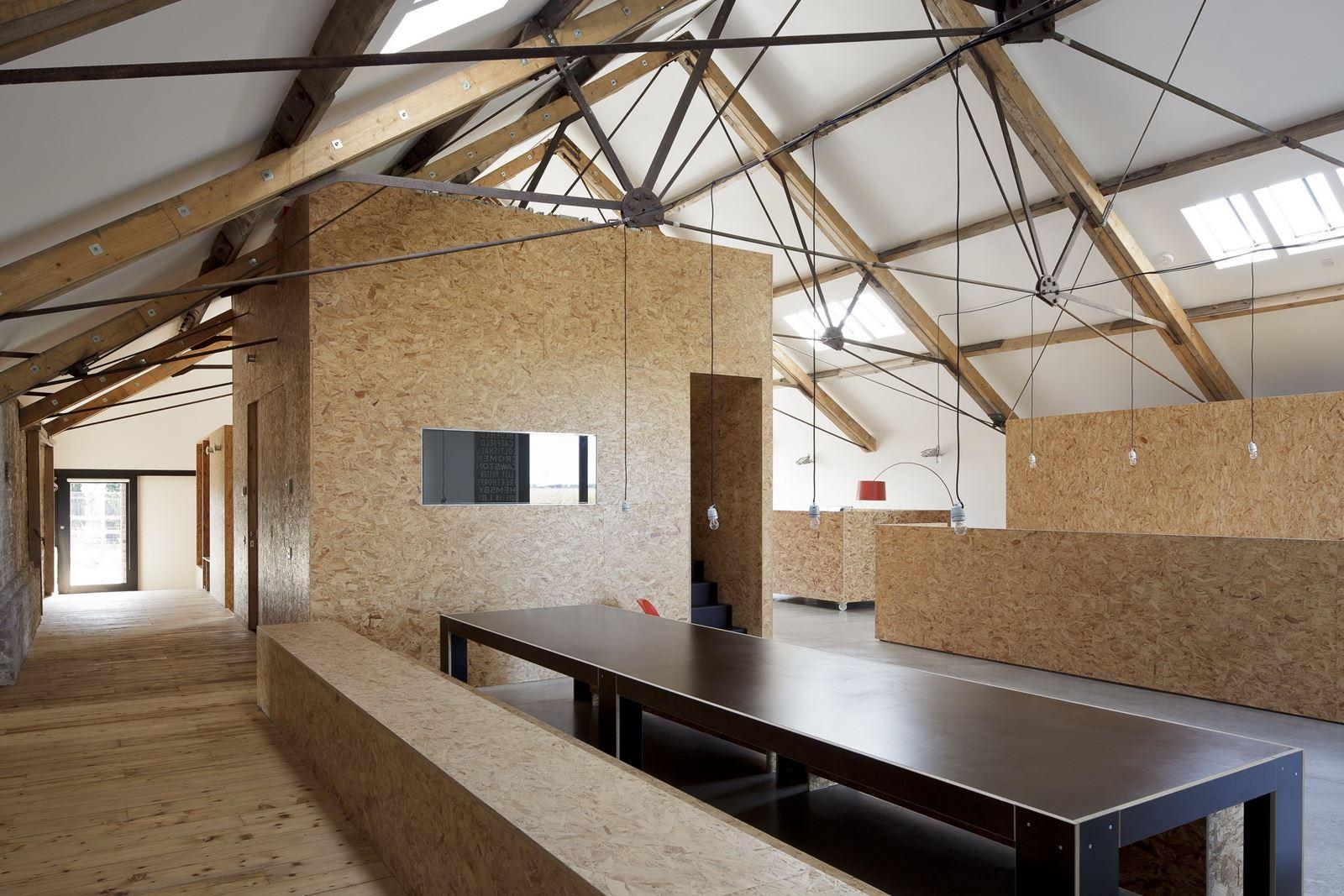 Un fienile ristrutturato nella campagna inglese for Fienile casa piani casa