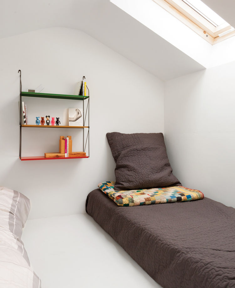 2-voss-street-side-bed