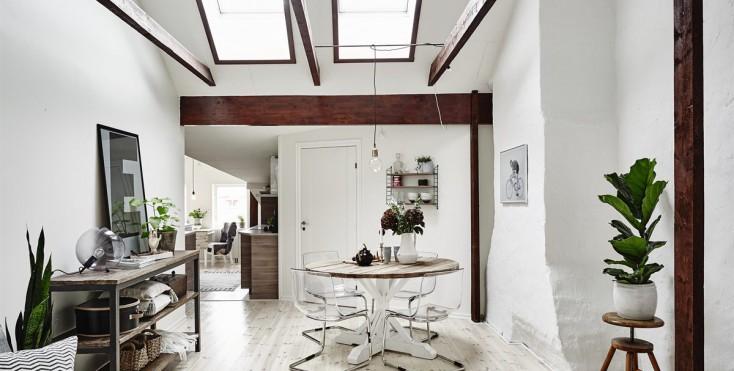 Un certo fascino sotto al tetto for Mansarda in legno bianco