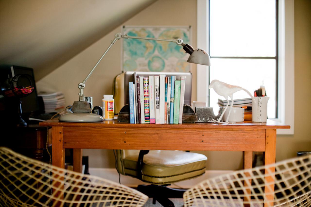 MR_Chancey-attic-desk_s4x3.jpg.rend.hgtvcom.1280.853