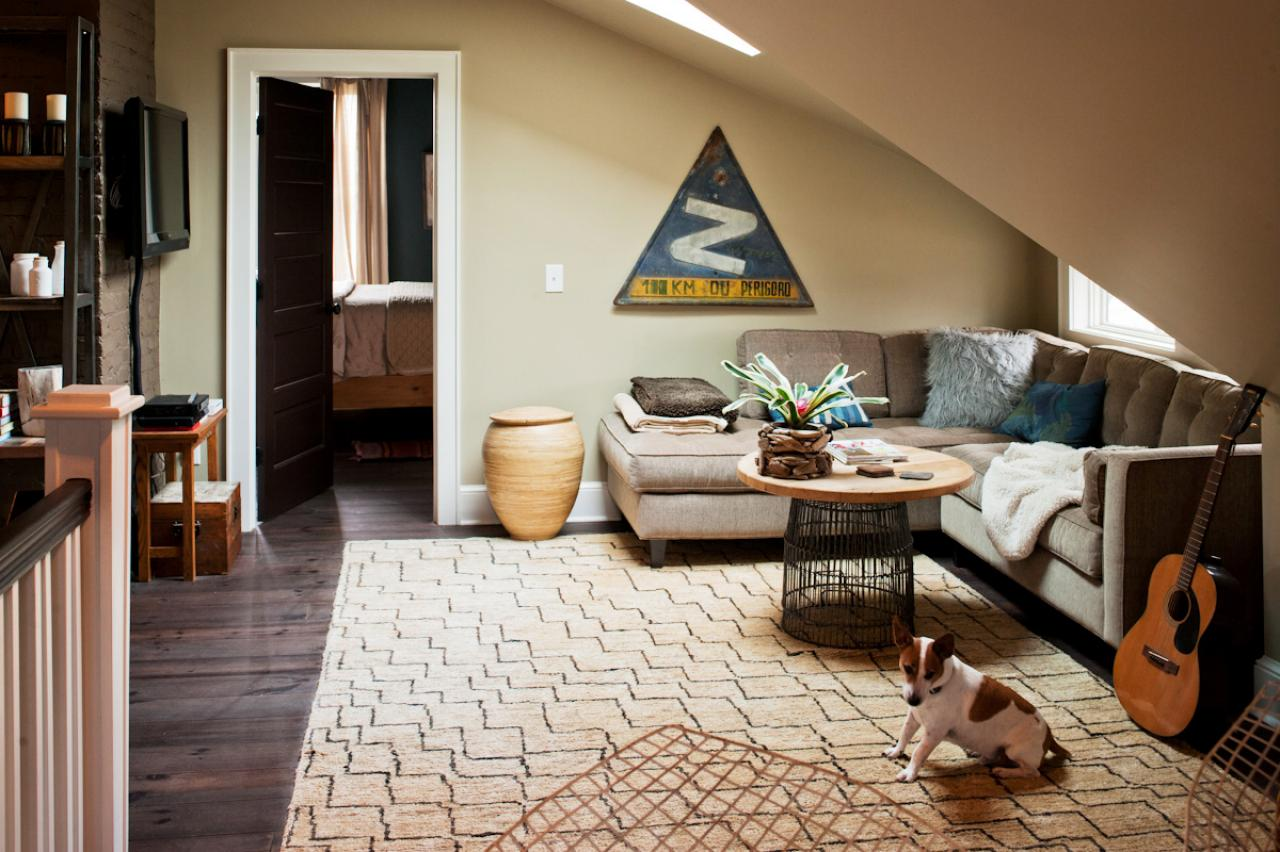 MR_Chancey-attic-living-space-sectional_s4x3.jpg.rend.hgtvcom.1280.853