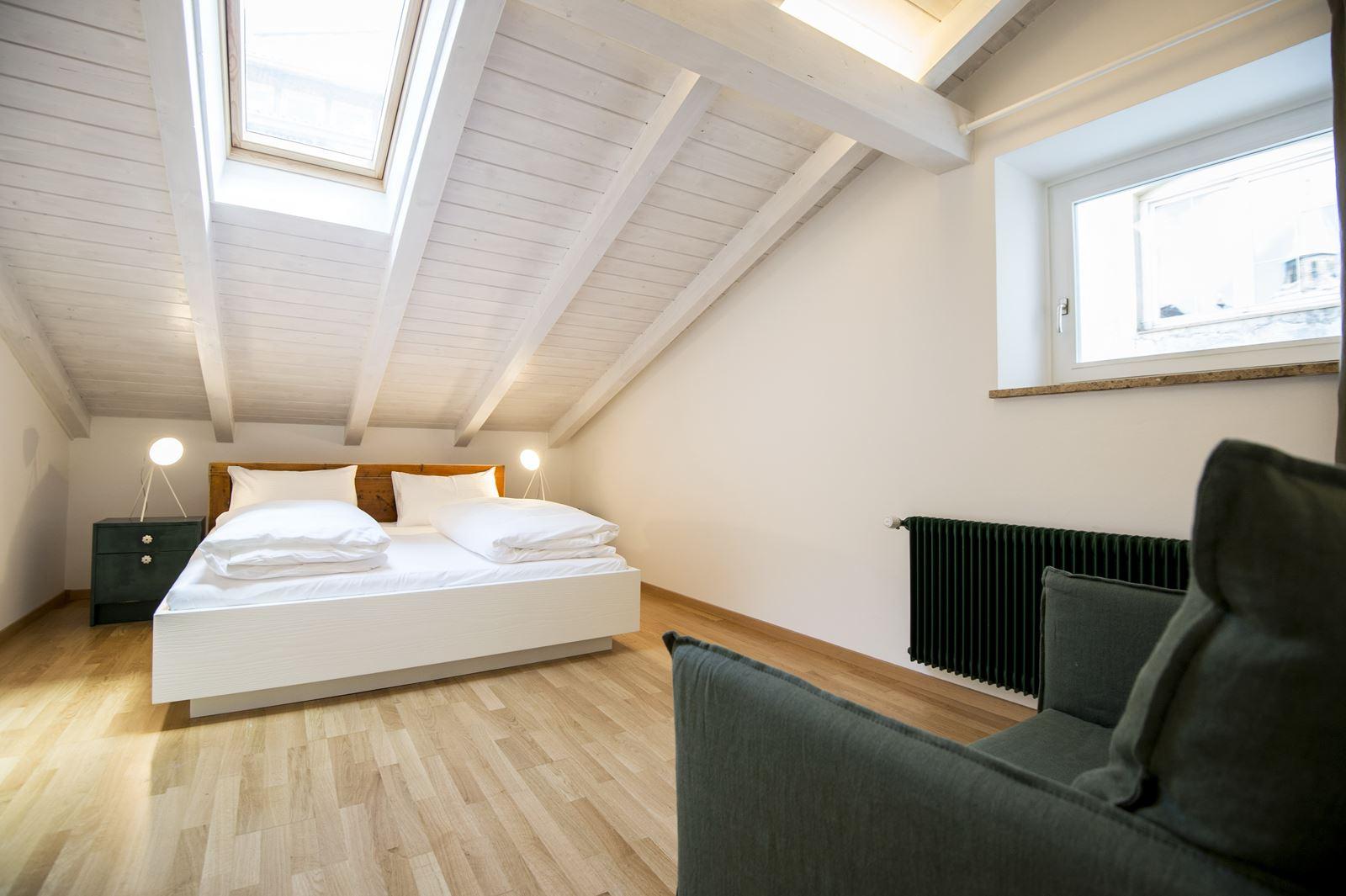 Una mansarda per le vacanze in montagna for Camera da letto sopra il garage