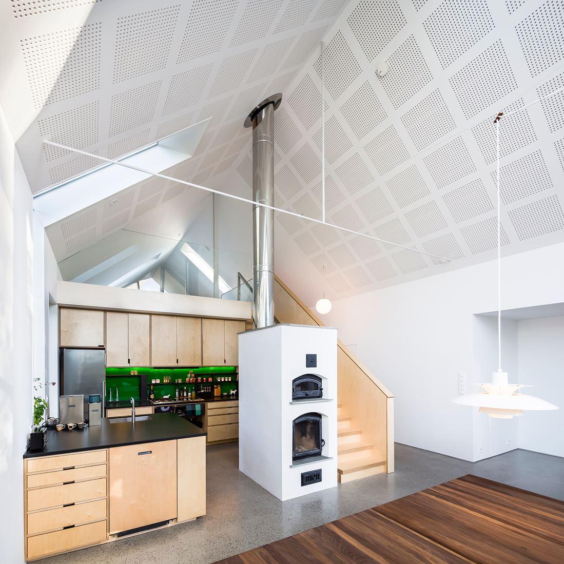 Una casa green con tetto a doppia falda for Piani casa linea tetto singolo