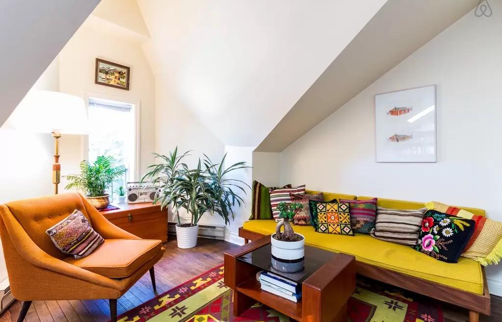 Un attico dallo stile eclettico for Arredare con mobili di recupero