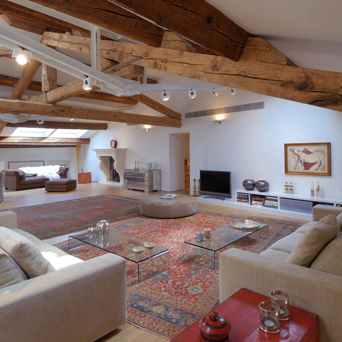 Un attico in centro citt for Finestre a soffitto