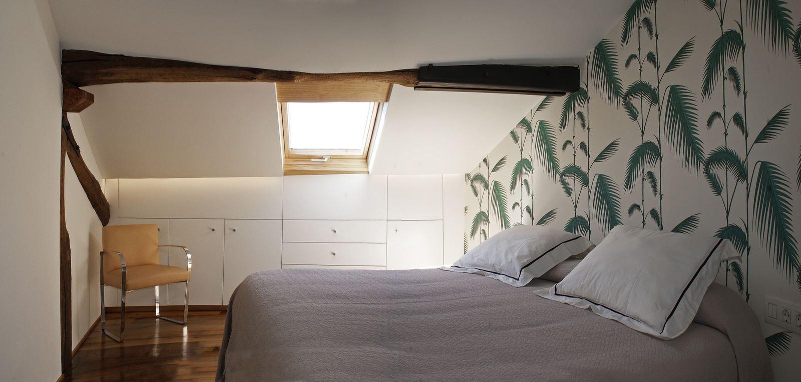 La riqualificazione di una piccola mansarda in spagna for 5 piani di camera da letto 4 bagni