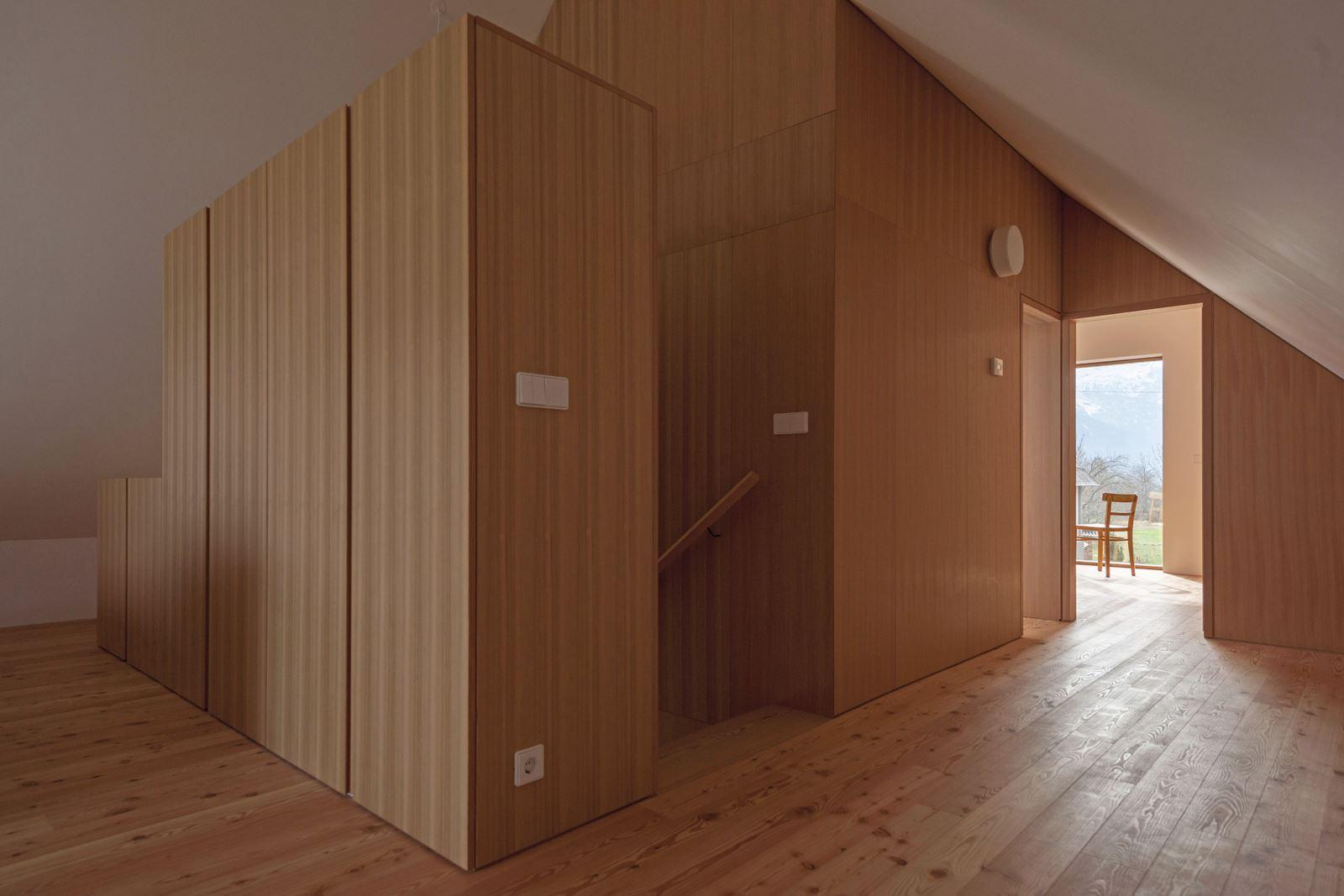 Una casa con mansarda sulle alpi for Ottenere una casa costruita