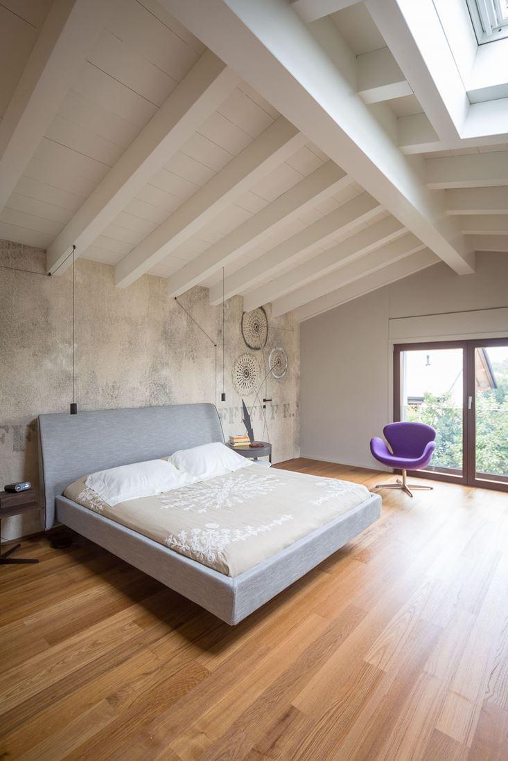 Una casa efficiente con vista sul lago - Camera da letto in mansarda ...