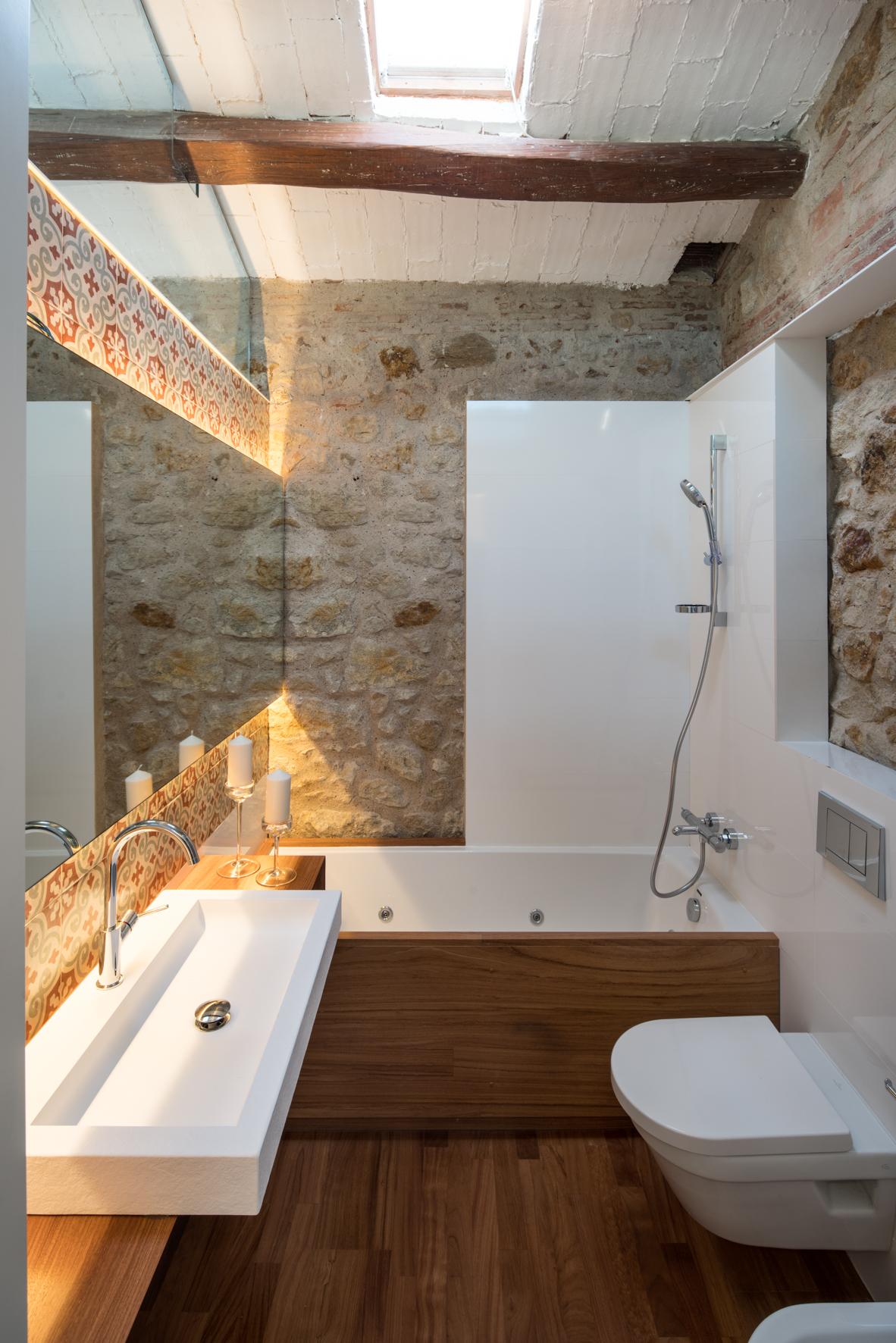 Decoracion Baño Social:Anche in bagno, che era la zona più buia di tutta la mansarda, è