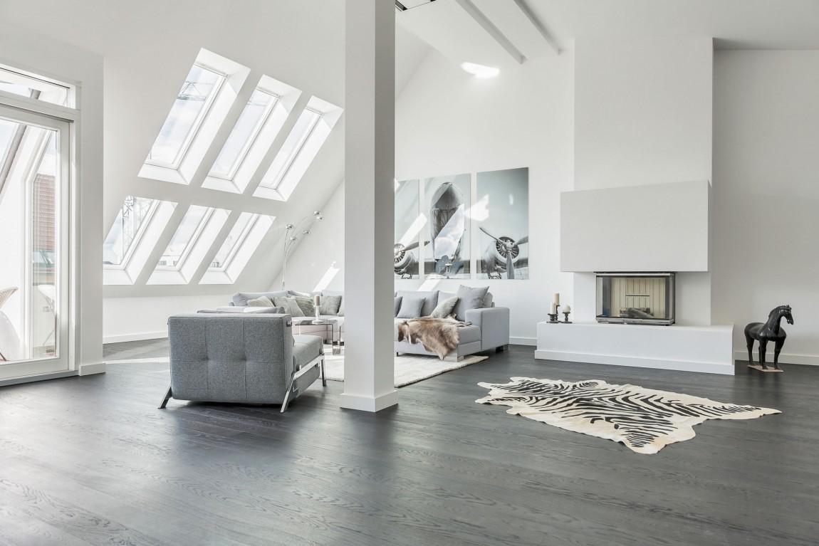una mansarda minimalista a berlino. Black Bedroom Furniture Sets. Home Design Ideas