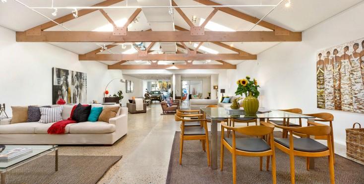 La conversione di un magazzino a sydney for Piano casa a quattro timpani con garage