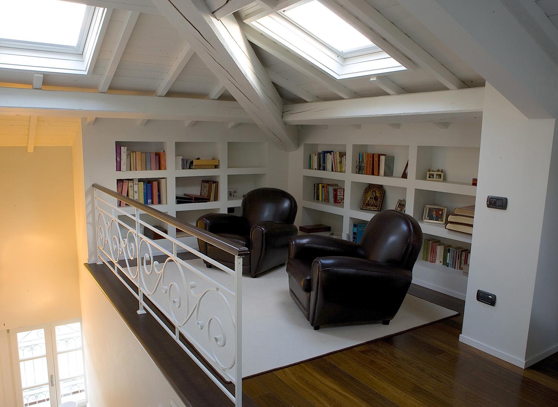 Come creare un angolo lettura in mansarda for Arredare una libreria