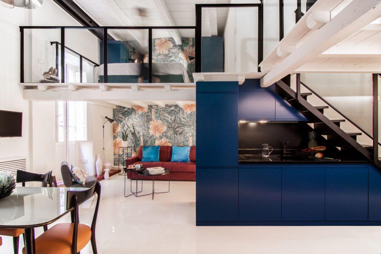 Camera Da Letto Blu Cobalto : Camera da letto mansarda