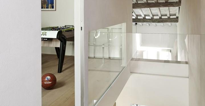 Un appartamento su due livelli a siena for Ristrutturazione a pianta aperta su due livelli