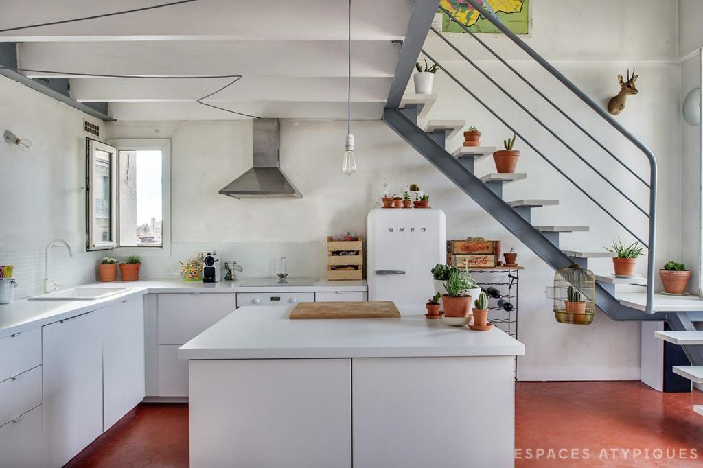 Un duplex boemien a marsiglia - Cucina con soppalco ...
