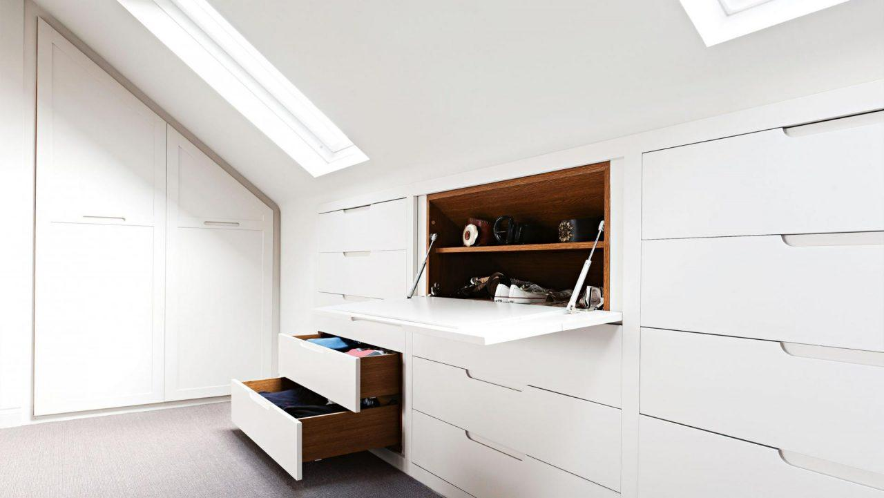 Mobili intelligenti per piccoli spazi 15 trucchi per far sembrare pi grande una stanza living - Mobili x mansarda ...