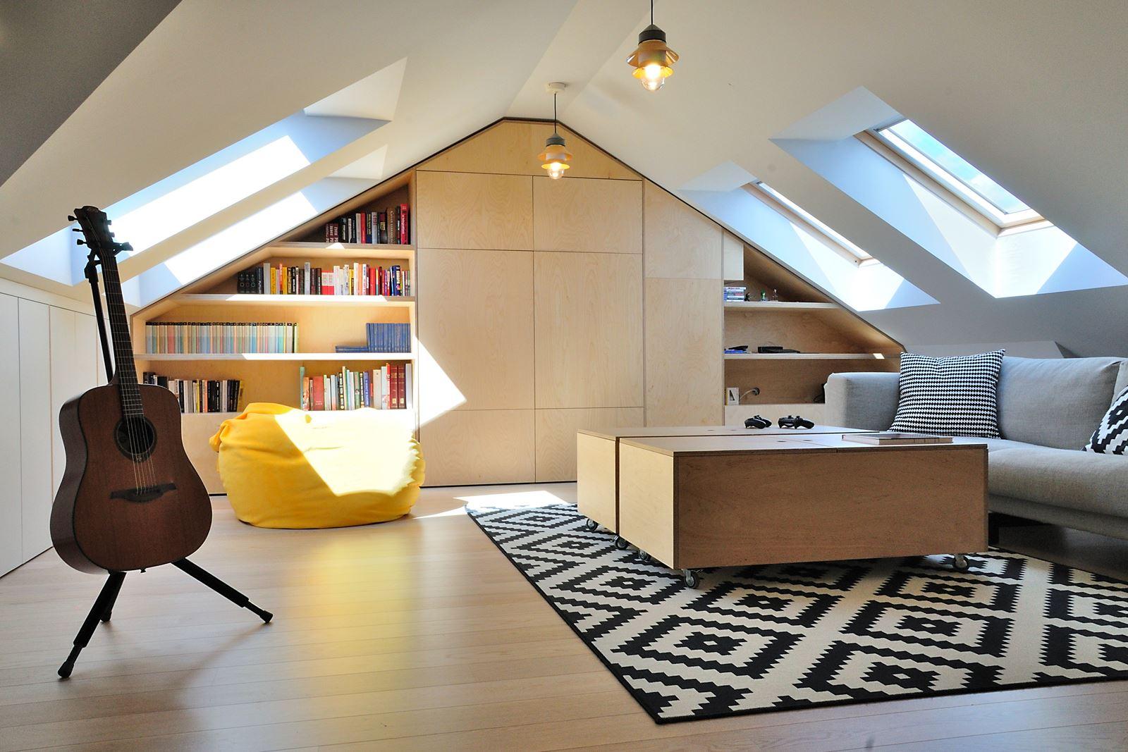 Un duplex con zona relax in mansarda for Foto di mansarde arredate