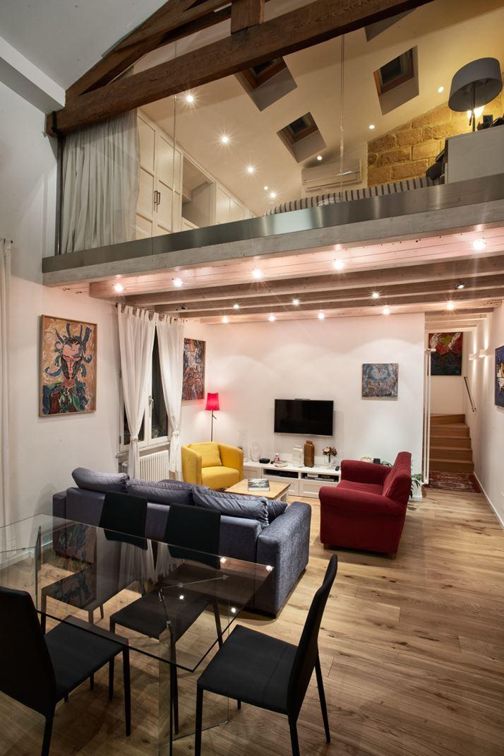 Zona notte soppalcata con vista sul soggiorno for Zona living moderna