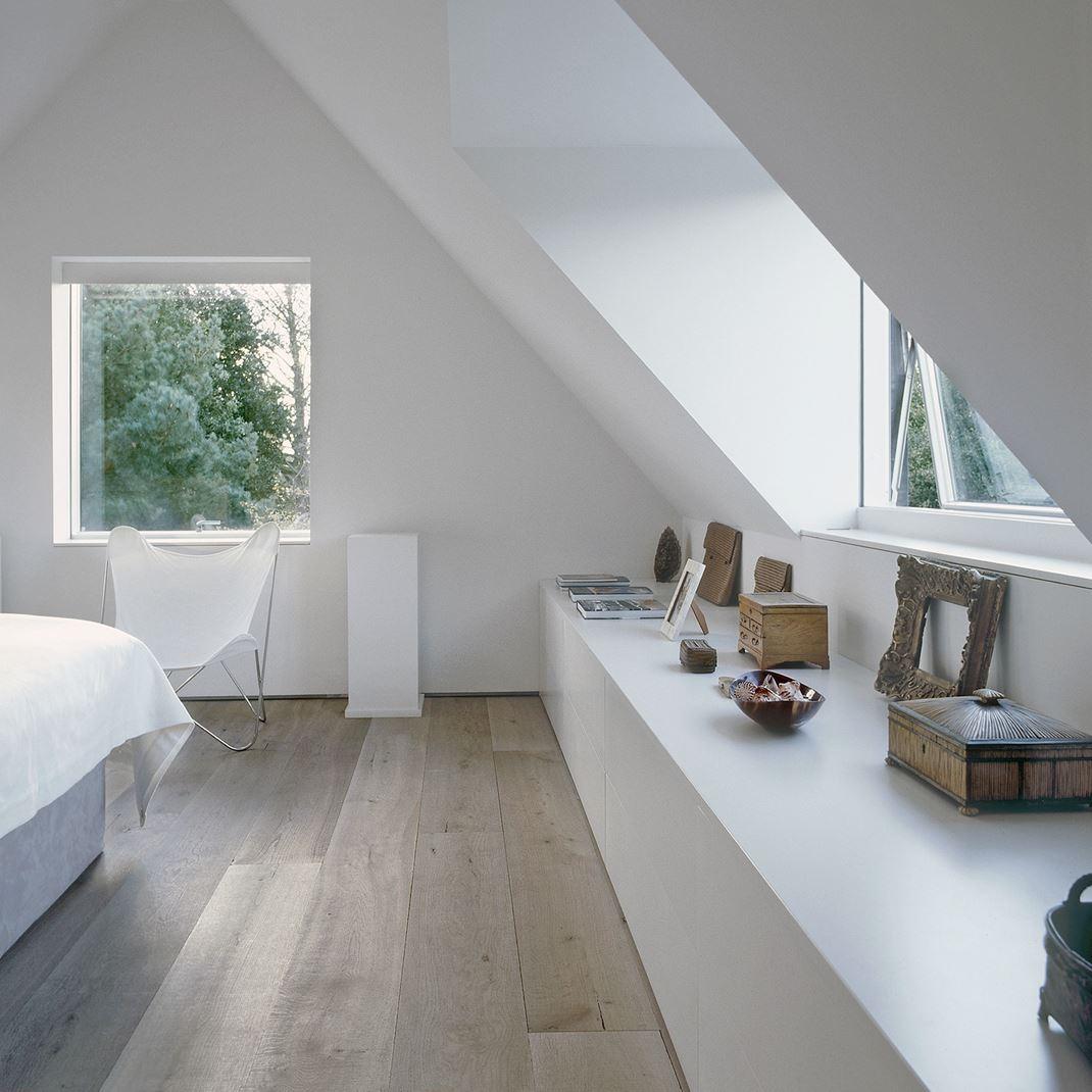 Una casa inglese con una mansarda romantica for Foto di mansarde arredate