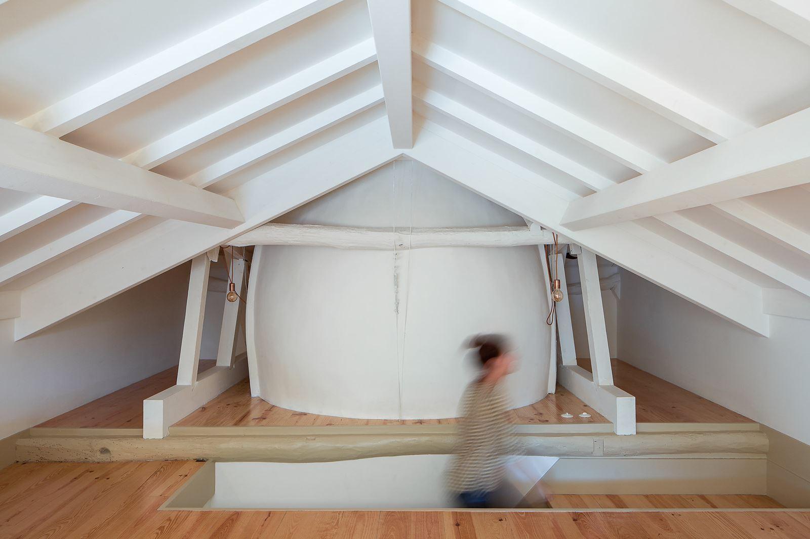 come fare solaio in legno in una piccola stanza : Non ? stato purtroppo possibile inserire una finestra per tetti ...