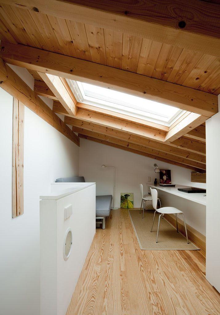 Un appartamento con mansarda che sfrutta il volume in - Altezza quadri sopra divano ...
