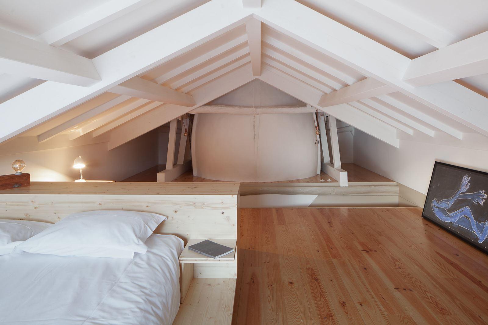Come ricavare una camera da letto nel sottotetto for Illuminazione sottotetto legno