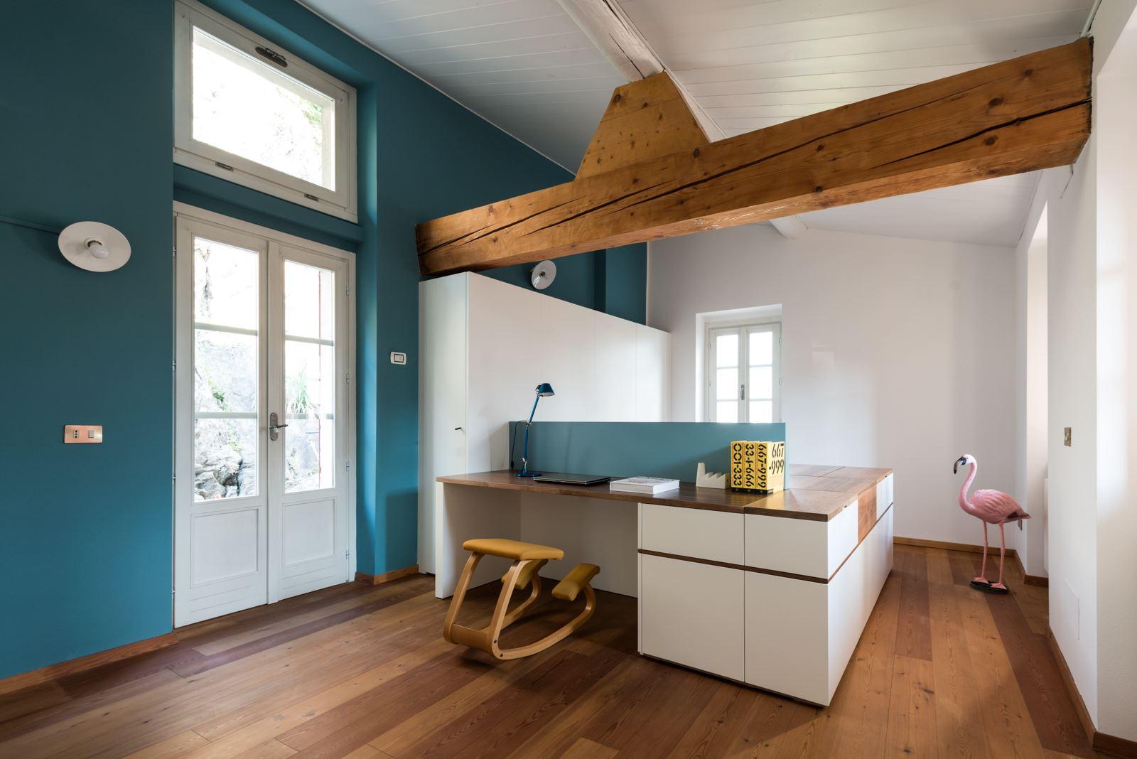 Un stanza multifunzionale in mansarda for Arredare stanza studio