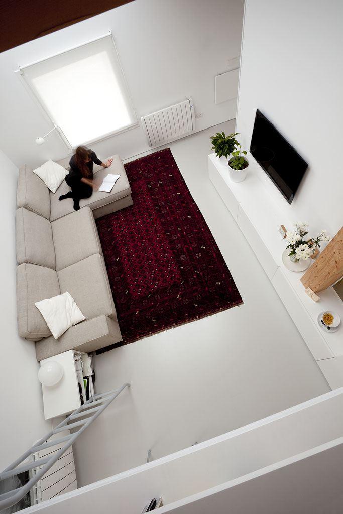 Un appartamento con mansarda che sfrutta il volume in for Nessun piano di casa nel seminterrato