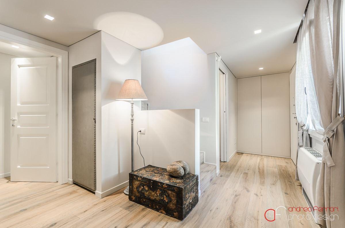 Un attico antico a bologna for Piano aperto su due livelli