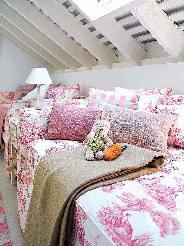 Una camera da letto per tre sorelle for Camera da letto del soffitto della cattedrale