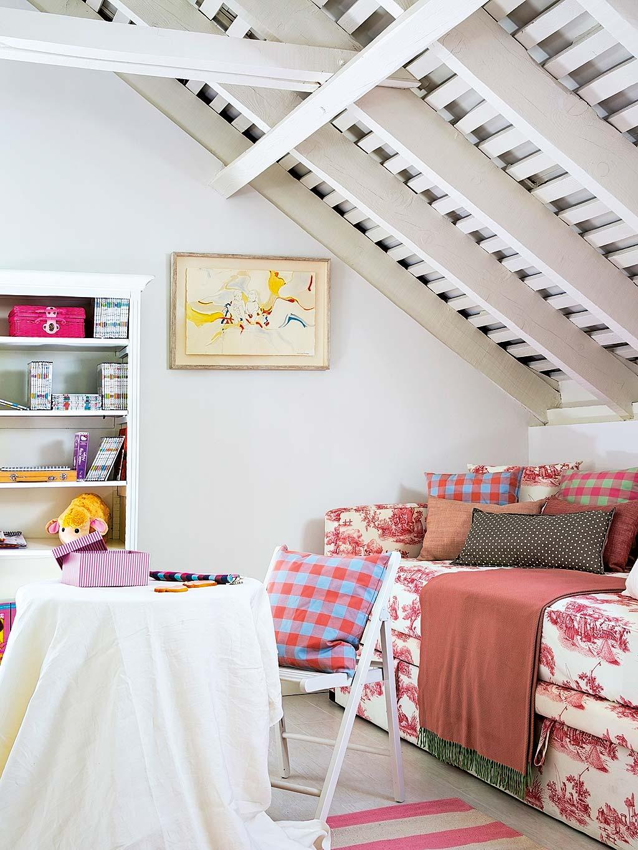 Una camera da letto per tre sorelle - Cameretta in mansarda ...
