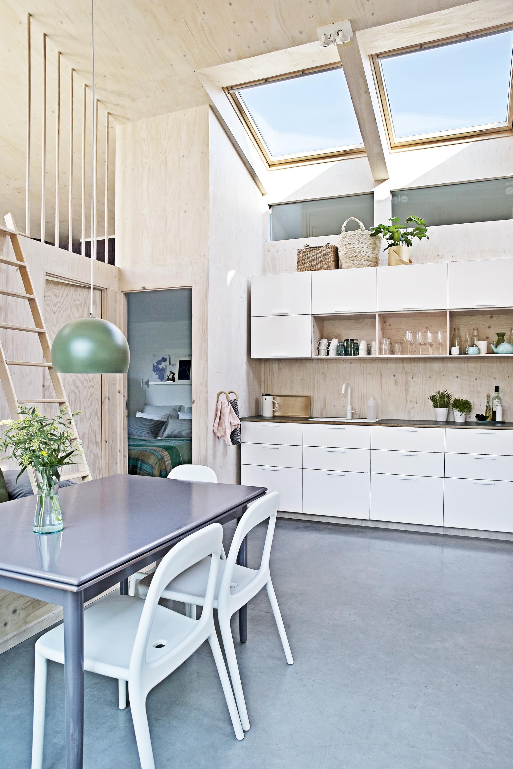 Una casa in legno con mansarda for Piccole planimetrie della casa con soppalco