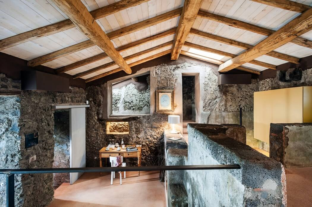 002-monaci-delle-terre-nere-giuseppe-merendino-1050x699