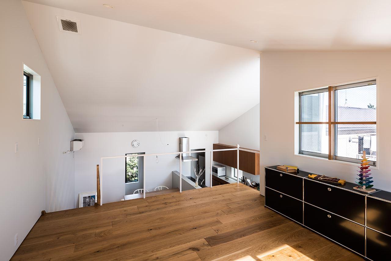 Una casa su pi piani con mansarda for Aprire i piani casa artigiano concetto