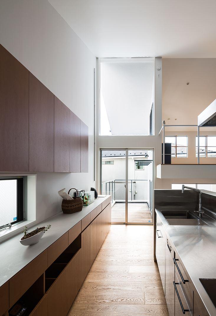Una casa su pi piani con mansarda for Piani di casa cabina con soppalco