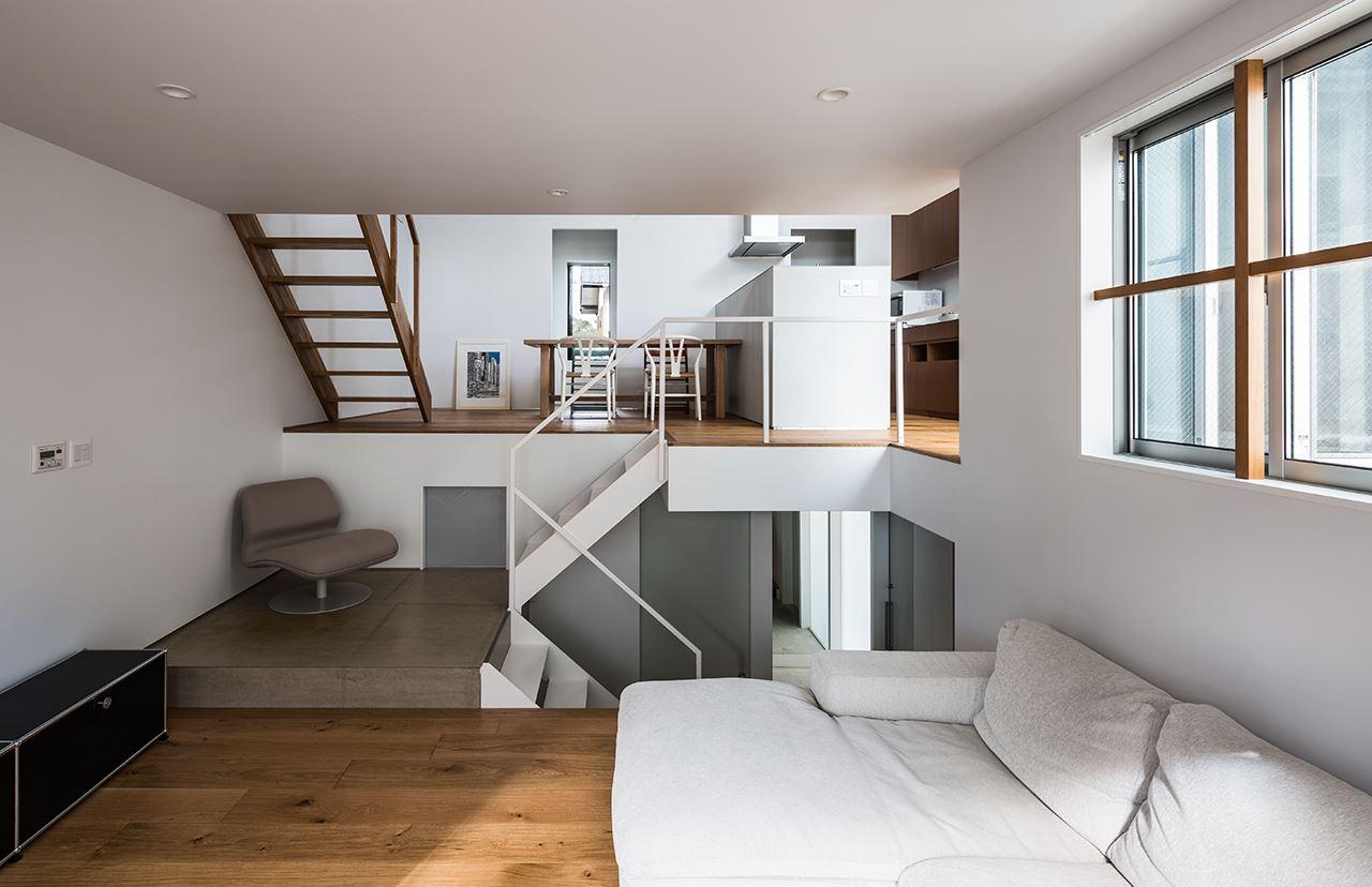 Una casa su pi piani con mansarda for Piani di casa open space