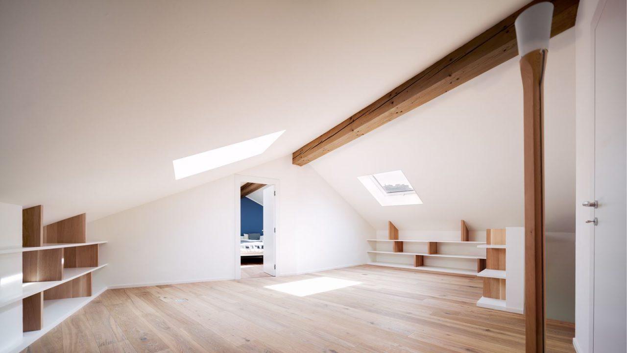 Una vecchia soffitta trasformata in un loft - Sfruttare sottotetto basso ...