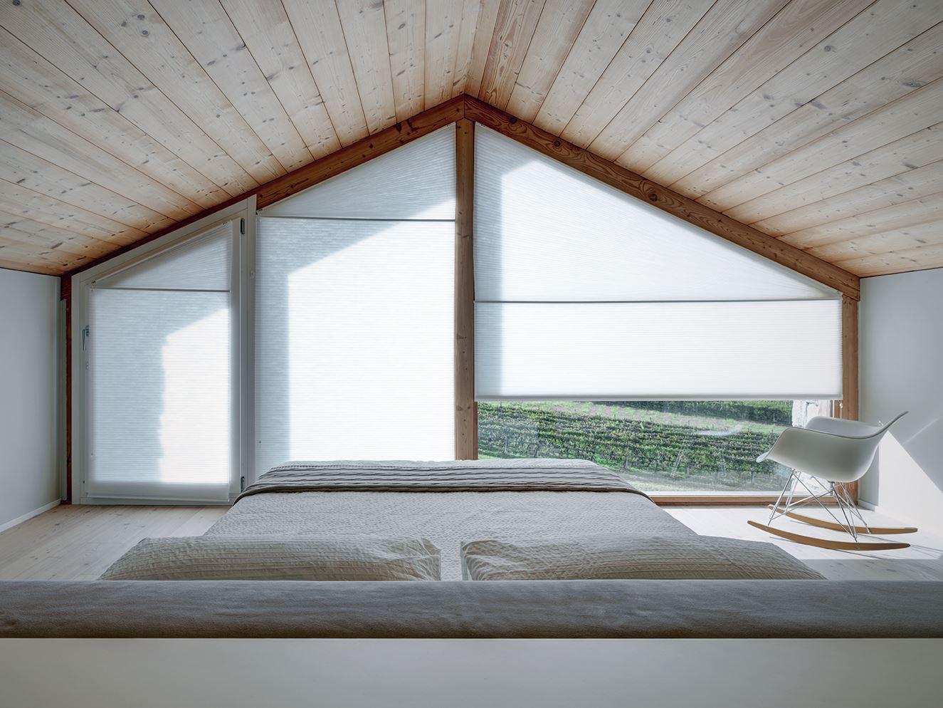 Una casa con mansarda sulle montagne for 5 piani di casa di tronchi di camera da letto