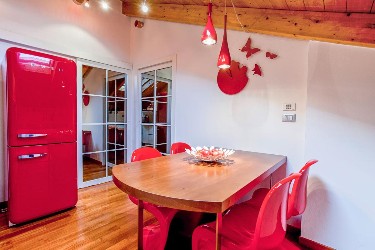 La Conversazione è Un Ottimo Colore Per Una Sala Da Pranzo #BA112F 1200 800 Sala Da Pranzo Fai Da Te