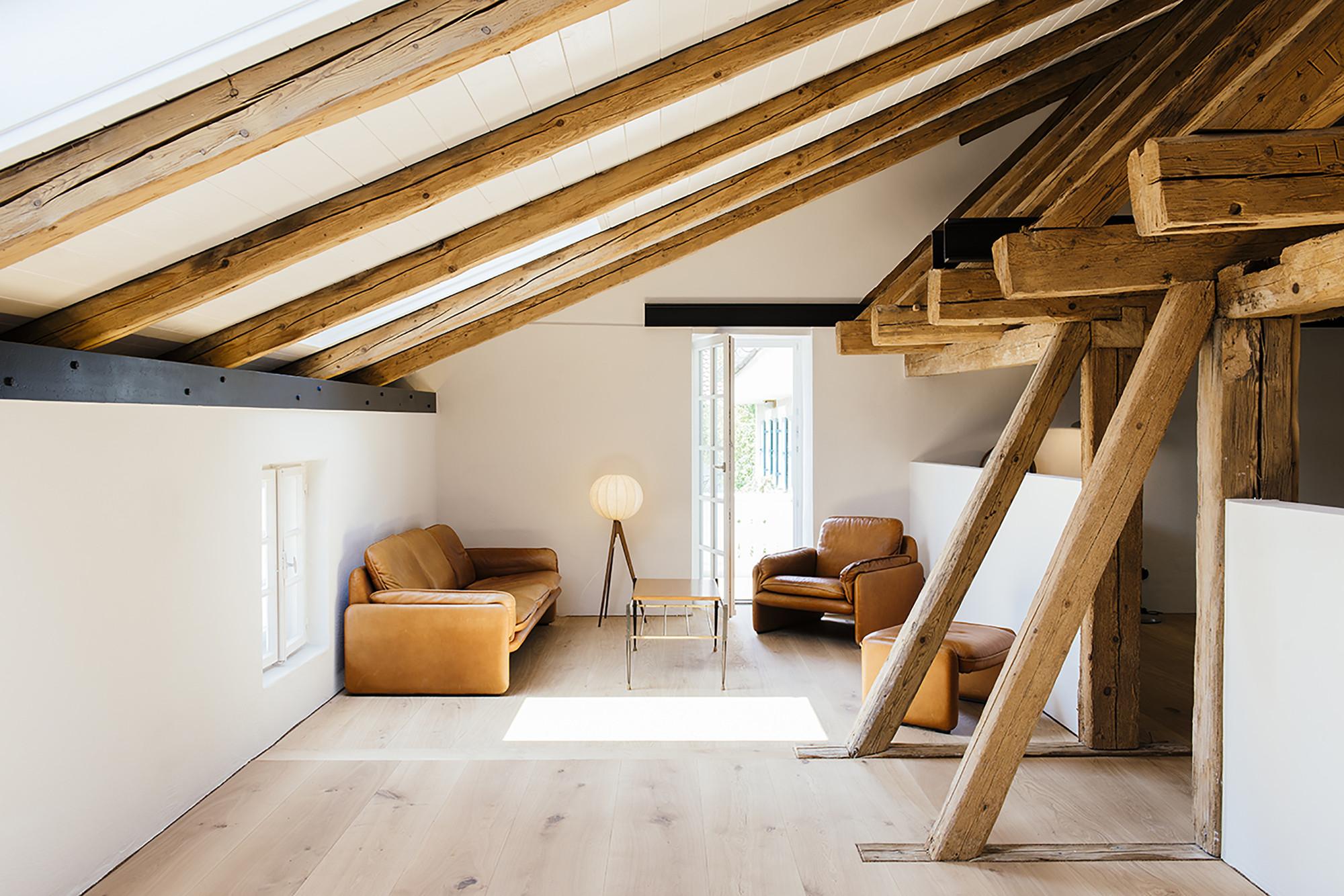 una ristrutturazione che fonde vecchio e nuovo. Black Bedroom Furniture Sets. Home Design Ideas