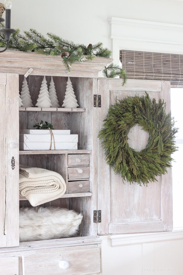 farmhouse-christmas-entryway-9