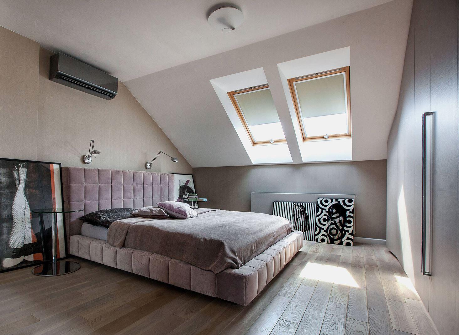 Una villa con camera da letto in mansarda - Camera da letto in mansarda ...